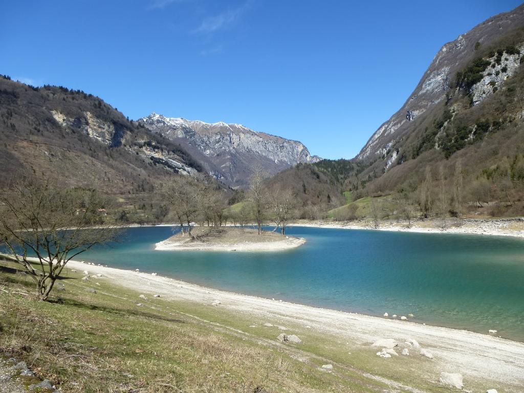 zwischenstopp-italien-lago-di-tenno-1-copyright-lisa-k-schuermann