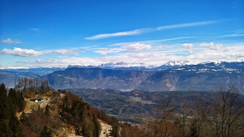 wandern-kalterer-see-schneebedeckte-dolomiten-copyright-lisa-k-schuermann
