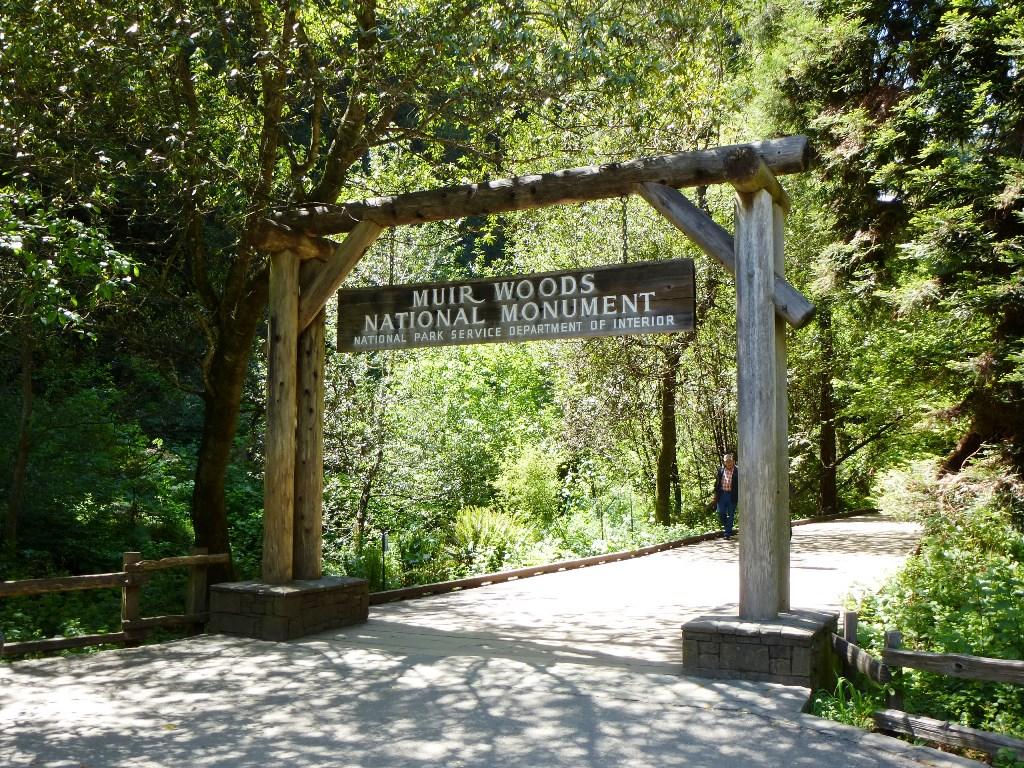 wandern-usa-muir-woods-eingang-park-coyright-lisa-k-schuermann